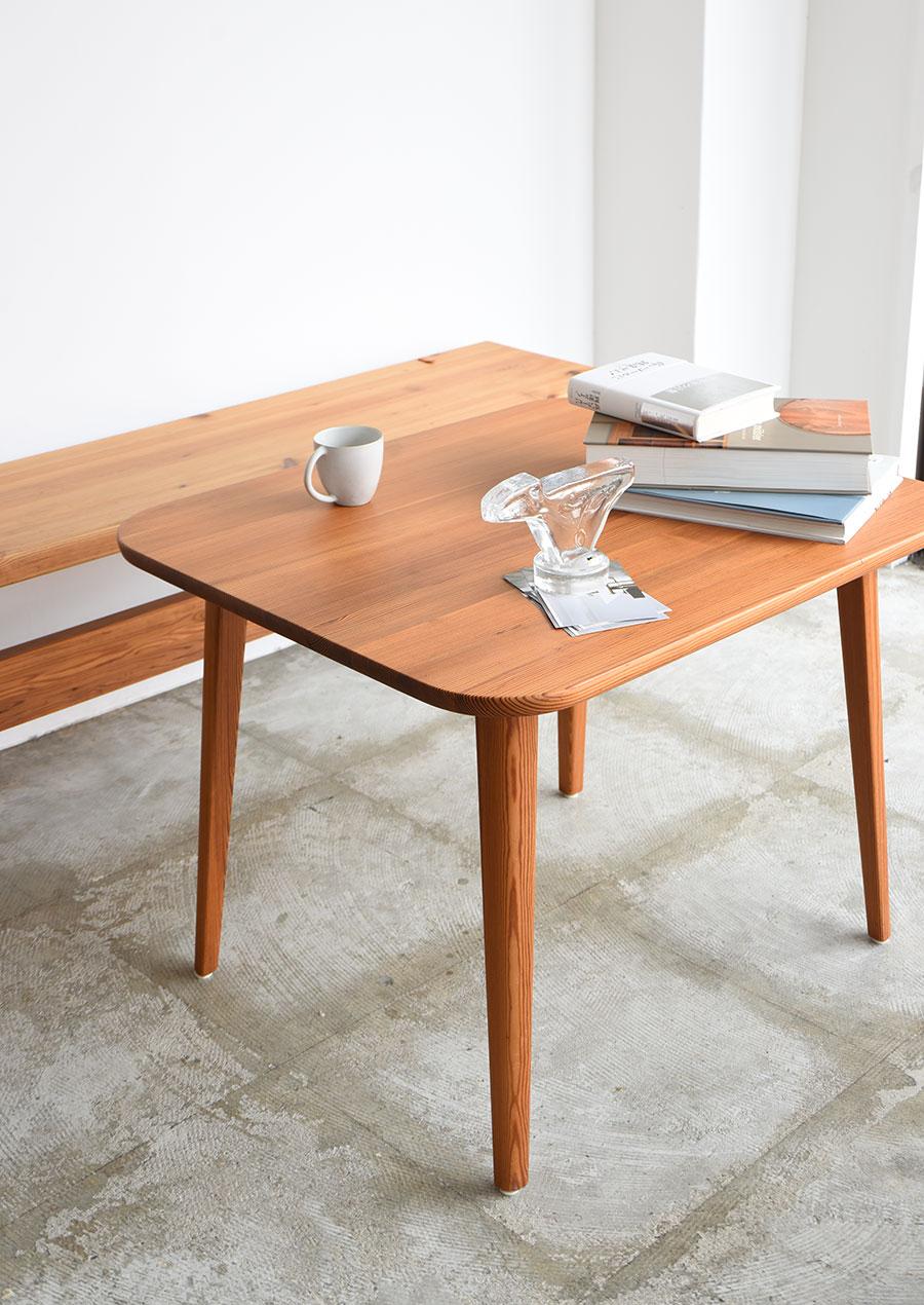 Carl Malmsten(カール・マルムステン)のコーヒーテーブル パイン材