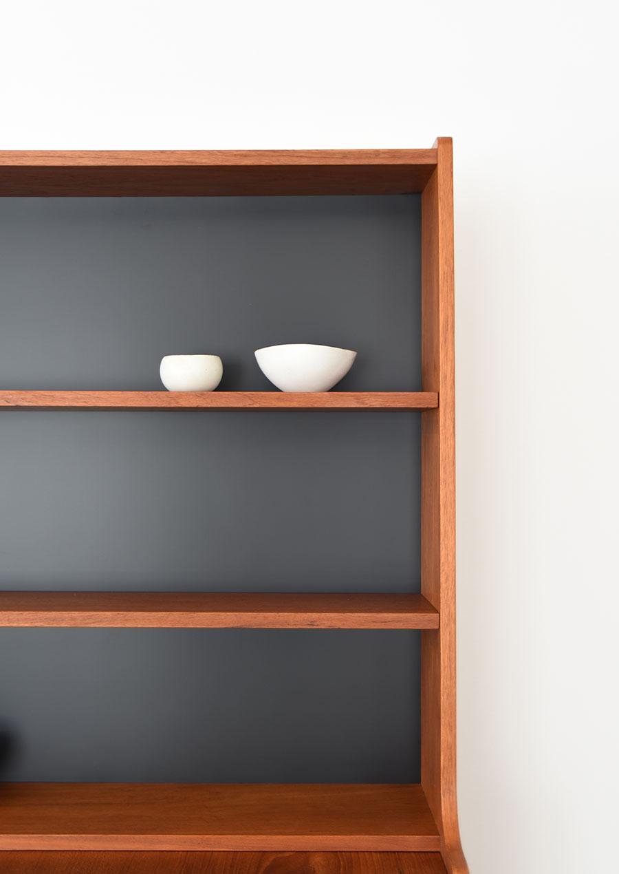 スウェーデン製のヴィンテージ本棚 ブックシェルフ 真鍮とチーク材