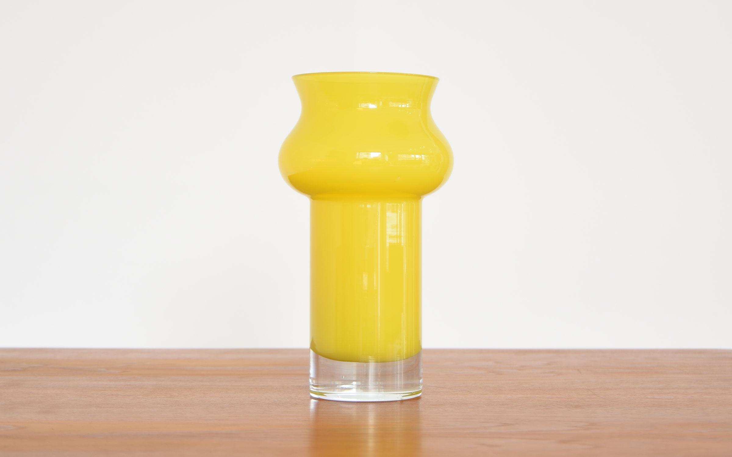 スウェーデン製、Aseda(オーセダ)のイエローの花瓶