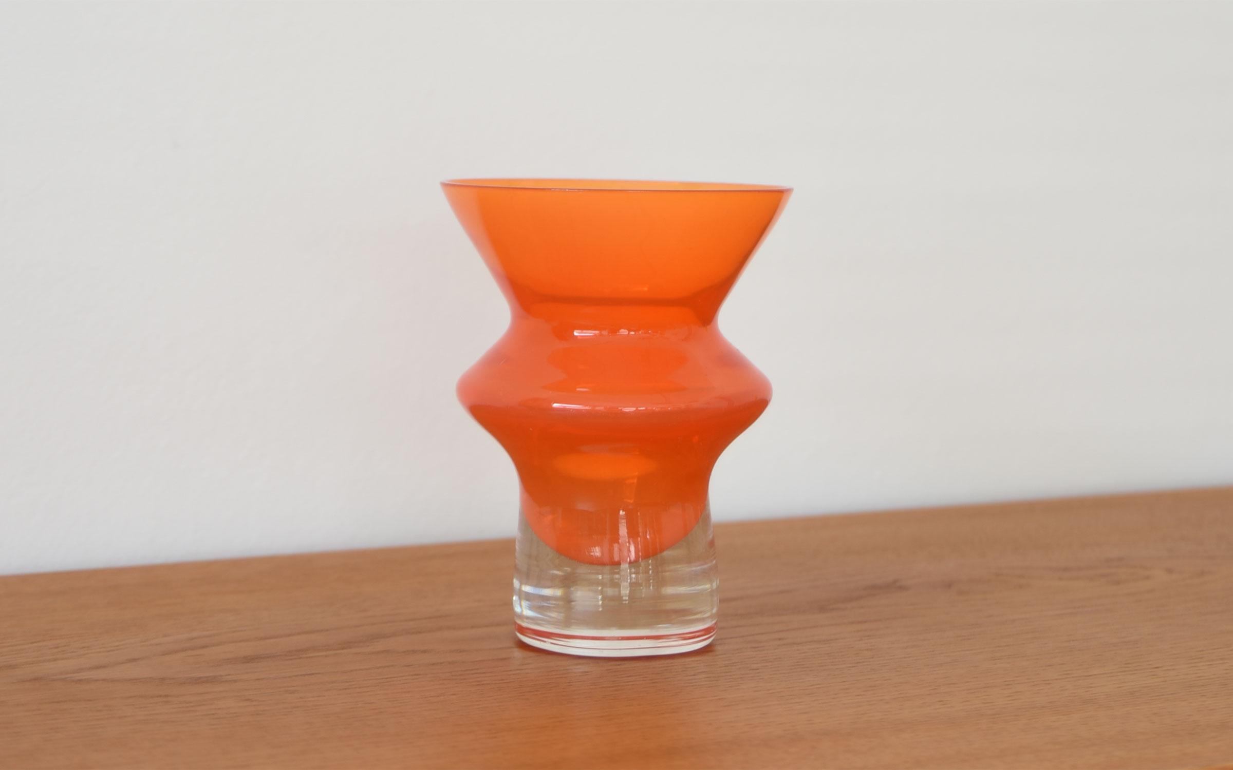 スウェーデン製、Aseda(オーセダ)のオレンジの花瓶