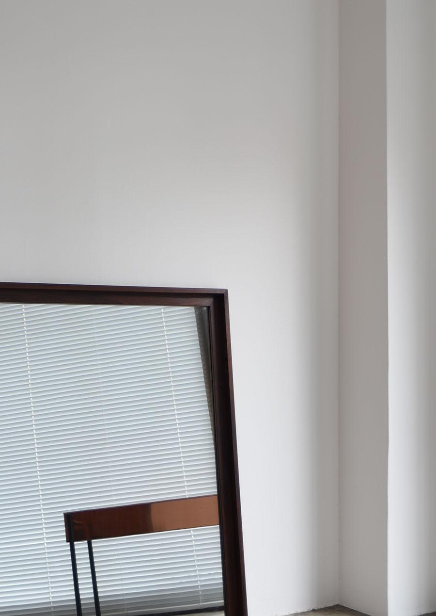デンマーク製のローズウッド材ミラー